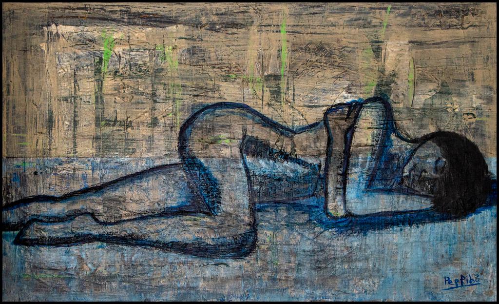 cuadro mujer entre sueños pintura en tonos azul y tierra que representa una mujer desnuda descansando